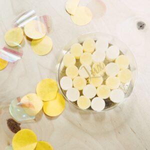 doosje met goud snoepjes doopsuiker